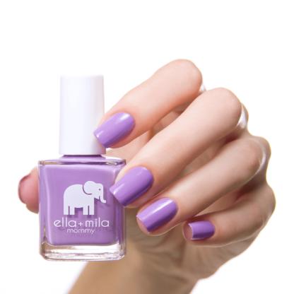 fioletowy lakier do paznokci
